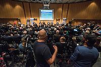 Diskussionsrunde der Spitzenkandidaten von SPD, CDU, Gruenen, Linkspartei und Piraten zur Abgeordnetenhauswahl 2016.<br /> Auf Einladung der IHK Berlin, Handwerkskammer Berlin und dem Verein Berliner Kaufleute und Industrieller mussten am Montag den 5. September 2016 die Spitzenkandidaten von SPD, CDU, Gruenen, Linkspartei und Piraten sich provozierenden Fragen von zwei Moderatoren beantworten. Als Publikum bestand aus Angehoerigen der Berliner Wirtschaft und Firmenbesitzern.<br /> Im Bild auf dem Podium ab 2. vlnr.: Ramona Pop, Fraktionsvorsitzende Die Gruenen; Bruno Kramm, Landesvorsitzender Piratenpartei; Michael Mueller, SPD und Regierender Buergermeister; Frank Henkel, CDU, stellv. Buergermeister und Innensenator und Klaus Lederer, Landesvorsitzender der Linkspartei. <br /> 5.9.2016, Berlin<br /> Copyright: Christian-Ditsch.de<br /> [Inhaltsveraendernde Manipulation des Fotos nur nach ausdruecklicher Genehmigung des Fotografen. Vereinbarungen ueber Abtretung von Persoenlichkeitsrechten/Model Release der abgebildeten Person/Personen liegen nicht vor. NO MODEL RELEASE! Nur fuer Redaktionelle Zwecke. Don't publish without copyright Christian-Ditsch.de, Veroeffentlichung nur mit Fotografennennung, sowie gegen Honorar, MwSt. und Beleg. Konto: I N G - D i B a, IBAN DE58500105175400192269, BIC INGDDEFFXXX, Kontakt: post@christian-ditsch.de<br /> Bei der Bearbeitung der Dateiinformationen darf die Urheberkennzeichnung in den EXIF- und  IPTC-Daten nicht entfernt werden, diese sind in digitalen Medien nach §95c UrhG rechtlich geschuetzt. Der Urhebervermerk wird gemaess §13 UrhG verlangt.]