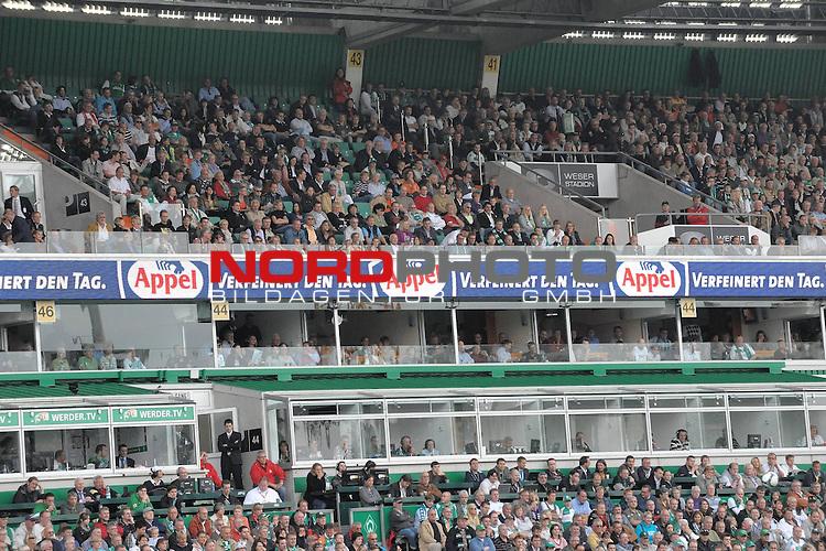 FBL 09/10  07. Spieltag Hinrunde / Weser Stadion<br /> Werder Bremen - Mainz05 3:0<br /> <br /> Feature - Anzeigenwerbung - Laufband<br /> <br /> Suedkurve Appel<br /> <br /> Foto &copy; nph ( nordphoto )
