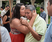 Evelyn Vega '16 kisses her father, Ricardo Vega.<br />