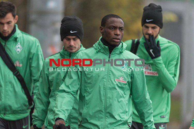 07.12.2015, Platz 5, Bremen, GER, 1.FBL, Werder Bremen Training, im Bild<br /> <br /> <br /> Fin Bartels(Bremen #22)<br /> Anthony Ujah (Bremen #21)<br /> Florian Grillitsch (Werder Bremen #27)<br /> <br /> <br /> Foto &copy; nordphoto / Kokenge