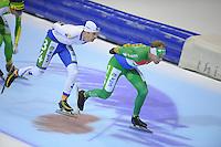 SCHAATSEN: HEERENVEEN: IJsstadion Thialf, 09-11-2012, KPN Marathon Cup, Seizoen 2012-2013, Topdivisie Heren, Jan van Loon (A34), winnaar Arjan Stroetinga (A15), ©foto Martin de Jong