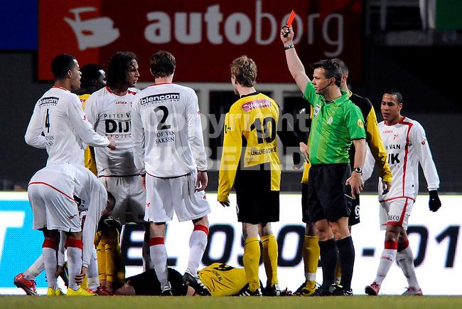 EMMEN - FC Emmen - BV Veendam, Jupiler League, Unive stadion,  seizoen 2010-2011, 11-03-2011  Emmen spsler Bart de Groot krijgt rood van arbiter Kuipers.