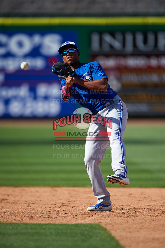 Dunedin Blue Jays shortstop Richard Urena (5) during a game against the Clearwater Threshers on April 8, 2016 at Bright House Field in Clearwater, Florida.  Dunedin defeated Clearwater 8-3.  (Mike Janes/Four Seam Images)
