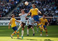 Fussball 2. Bundesliga:  Saison   2012/2013,    6. Spieltag  TSV 1860 Muenchen - Eintracht Braunschweig  23.09.2012 Moritz Stoppelkamp (li, 1860 Muenchen) gegen Deniz Dogan(Eintracht Braunschweig)