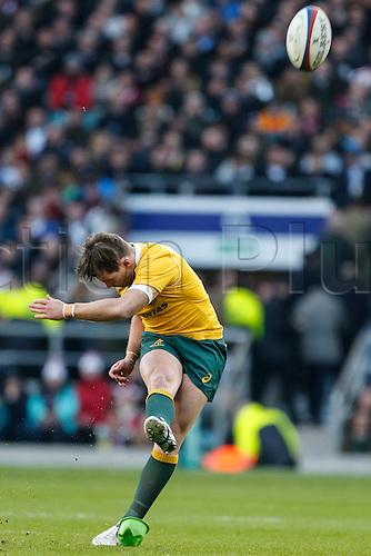 03.12.2016. Twickenham, London, England. Autumn International Rugby. England versus Australia.  Bernard Foley of Australia kicks a penalty.   Final score: England 37-21 Australia.