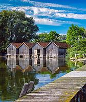 Deutschland, Bayern, Oberbayern, Ammersee, Diessen: Bootshaeuser und Badesteg | Germany, Bavaria, Upper Bavaria, Ammer Lake, Diessen: boathouse and landing pier