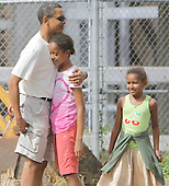 Kailua, HI - December 30, 2008 -- United States President-Elect Barack Obama embraces his oldest daughter Malia (C) before they enter the Honolulu Zoo on Tuesday,  December 30, 2008 in Honolulu, Hawaii.  Obama and his family arrived in his native Hawaii December 20 with his family for the Christmas holiday. .Credit: Kent Nishimura - Pool via CNP