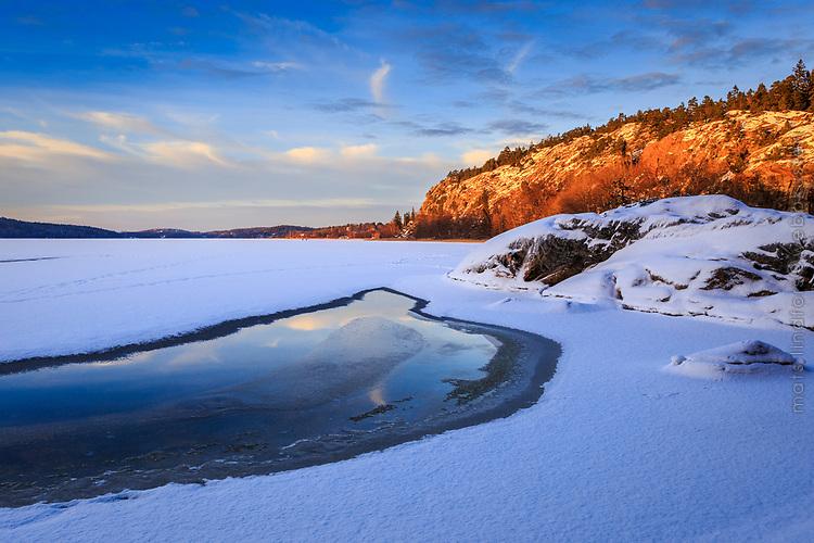 Is på Kalvfjärden en skärgårdsfjärd  i Tyresö utanför Stockholm