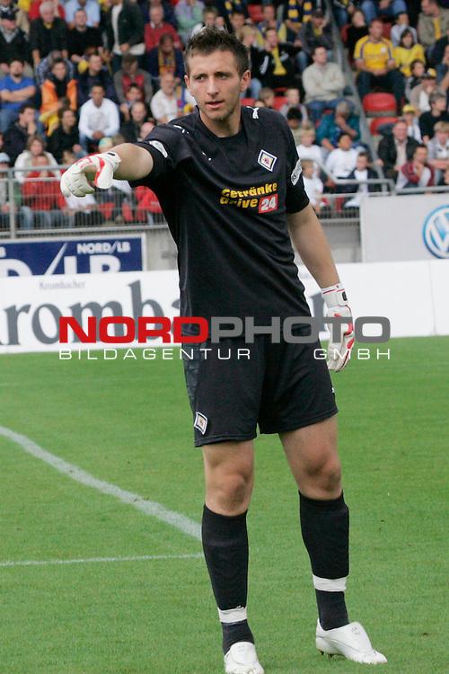 RLN 2007/2008 1. Spieltag Hinrunde<br /> Eintracht Brauschweig - Kickers Emden <br /> <br /> TW Jasmin Fejzic #16 von der Eintracht <br /> <br /> Foto: &copy; nph ( nordphoto )<br /> <br />  *** Local Caption ***