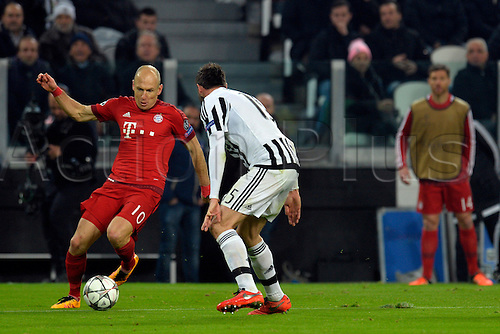 23.02.2016. Turin, Italy. UEFA Champions League football. Juventus versus Bayern Munich.  Arjen Robben is ready to cross the ball inside the box while Andrea Barzagli closes all spaces