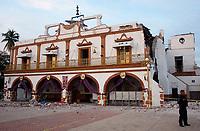 MEX60. CUERNAVACA (MÉXICO), 19/09/2017.- Vista general de los daños en el palacio municipal del poblado Jojutla de Juárez, estado de Morelos (México), hoy, martes 19 de septiembre de 2017, tras un sismo de magnitud 7,1 en la escala de Richter, que sacudió fuertemente el centro del país y causó escenas de pánico justo cuanto se cumplen 32 años de poderoso terremoto que provocó miles de muertes. Las autoridades mexicanas elevaron hoy a 119 el número de muertos por el terremoto de magnitud 7,1 en la escala de Richter que sacudió hoy con violencia el centro del país. Las autoridades mexicanas elevaron hoy a 139 las víctimas mortales del terremoto de magnitud 7,1 que sacudió con violencia el centro del país, mientras que los servicios de emergencia realizan labores de rescate en las zonas afectadas. EFE/ Tony Rivera