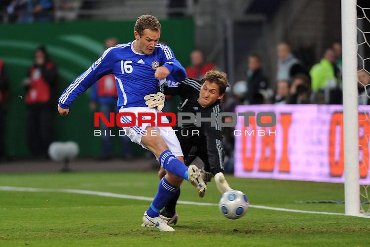 Fussball, L&permil;nderspiel, WM 2010 Qualifikation Gruppe 4  14. Spieltag<br />  Deutschland (GER) vs. Finnland ( FIN )<br /> Jonatan Johansson (FIN #16) schiesst das Tor zum 1-0 vorbei an Rene Adler (GER #01).<br /> <br /> <br /> Foto &copy; nph (  nordphoto  )<br />  *** Local Caption *** <br /> <br /> Fotos sind ohne vorherigen schriftliche Zustimmung ausschliesslich f&cedil;r redaktionelle Publikationszwecke zu verwenden.<br /> Auf Anfrage in hoeherer Qualitaet/Aufloesung