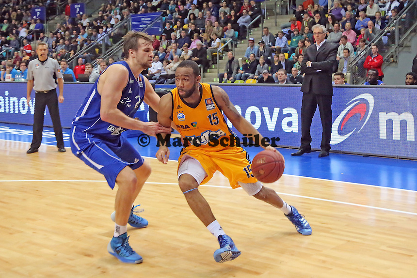 Reggie Redding (Alba) gegen Danilo Barthel (Skyliners) - Fraport Skyliners vs. Alba Berlin Fraport Arena Frankfurt