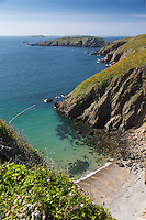 Royaume-Uni, îles Anglo-Normandes, île de Sark (Sercq): La Grande Grève vue depuis l'Isthme de La Coupée entre great Sark et Little Sark //United Kingdom, Channel islands, Sark island, La Grande Greve near La Coupee