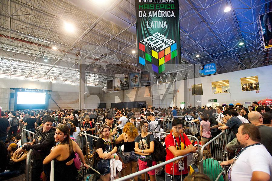 SAO PAULO, SP, 05.12.2015 - COMIC-CON - Movimento na Comic Con Experience (CCXP), feira de quadrinhos, séries de TV, cinema e games no antigo Centro de Exposições Imigrantes, na zona sul de São Paulo, neste sábado 5. O evento acontece até domingo (6). São esperados 120 mil fãs nos quatro dias. (Foto: Gabriel Soares/ Brazil Photo Press)