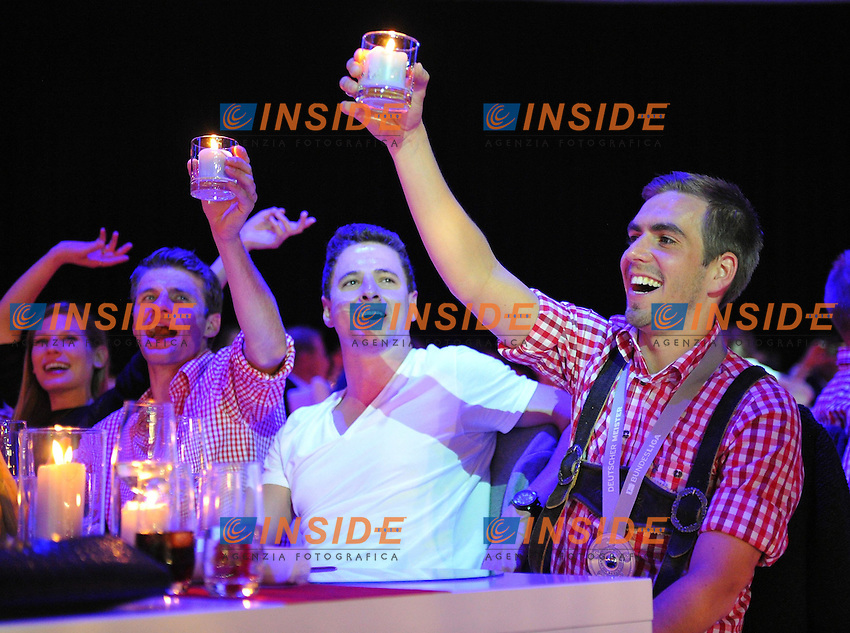 10.05.2014, Postpalast, Muenchen, GER, 1. FBL, FC Bayern Muenchen Meisterfeier, im Bild Thomas Mueller and Philipp Lahm of FC Bayern Muenchen celebrate Thomas Mueller, Philipp Lahm, // during official Championsparty of Bayern Munich at the Postpalast in Muenchen, Germany on 2014/05/11. EXPA Pictures &copy; 2014, PhotoCredit: EXPA/ Eibner-Pressefoto/ EIBNER<br /> <br /> *****ATTENTION - OUT of GER***** <br /> Football Calcio 2013/2014<br /> Bundesliga 2013/2014 Bayern Campione Festeggiamenti <br /> Foto Expa / Insidefoto