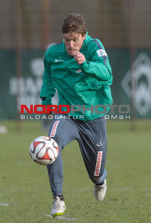 27.02.2015, Trainingsgelaende, Bremen, GER, 1.FBL, Training Werder Bremen, im Bild Clemens Fritz (Bremen #8)<br /> <br /> Foto &copy; nordphoto / Frisch