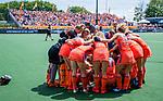 Den Bosch  -   teamhuddle Oranje   voor  de Pro League hockeywedstrijd dames, Nederland-Belgie (2-0).  COPYRIGHT KOEN SUYK