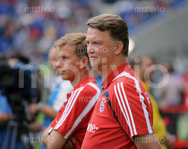 Fussball DFB Pokal 1. Runde   Saison   2009/2010   02.08.2009 Spvgg Neckarelz - FC Bayern Muenchen FCB  Trainer Louis van Gaal  (re) und Co Trainer Andries Jonker