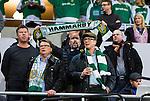Stockholm 2014-03-04 Fotboll Svenska Cupen Hammarby IF - &Auml;ngelholms FF :  <br /> Hammarby vd Henrik Kindlund h&aring;ller upp en halsduk innan matchen bakom Tommy Boustedt i keps och gr&ouml;nvit halsduk<br /> (Foto: Kenta J&ouml;nsson) Nyckelord:  HIF Bajen &Auml;ngelholm supporter fans publik supporters