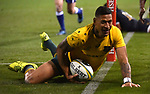Wallabies player Israel Folau scores during the Rugby Championship match between Australia and Argentina in Canberra on September 16, 2017. AFP PHOTO / MARK GRAHAM --- IMAGE RESTRICTED TO EDITORIAL USE - STRICTLY NO COMMERCIAL USE --