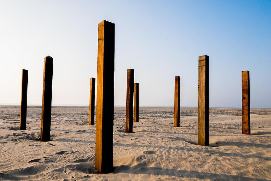 Nederland, Camperduin,  17 maart 2015<br /> Strand aan de voet van de hondsbosse zeewering bij Camperduin.  Palen in het zand waar een strandtent gebouwd gaat worden<br /> Foto: (c) Michiel Wijnbergh