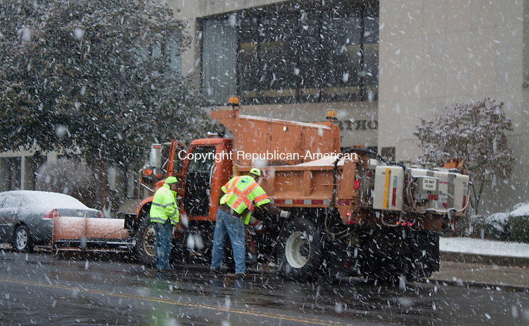 Waterbury Ct  November 7 2012-  110712DA04.jpg- Waterbury Department of Transportation prepares their truck in preparation of the nor Easter that promises several inches of snow, along with a wintry. mix and high winds. ..Darlene Douty Republican-American