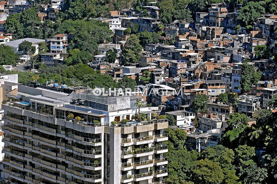 Favela Morro da Babilônia no Leme. Rio de Janeiro. 2007. Foto de Renata Mello.