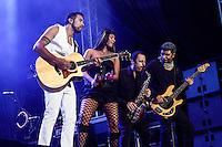 SÃO PAULO, 01 de SETEMBRO, 2012 - FESTIVAL NOVA BRASIL FM - Lulu Santos  na Terceira  Edicao do Festival Nova Brasil FM - grandes nomes da MPB na Arena Anhembi, nesse sabado, 01- FOTO LOLA OLIVEIRA - BRAZIL PHOTO PRESS