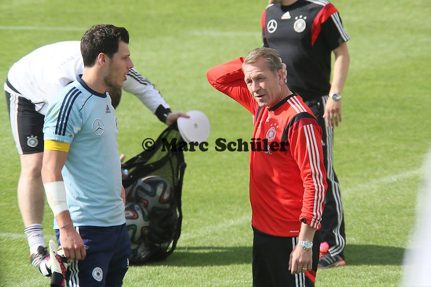 Marius Müller (U20) mit Torwarttrainer Andy Koepke - Testspiel der Deutschen Nationalmannschaft gegen die U20 zur WM-Vorbereitung in St. Martin