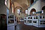 "Wystawa kolekcji fotografii Żydów polskich pt. ""I ciągle widzę ich twarze"" w Wielkiej Synagodze w Tykocinie, Polska<br /> Exhibition of photographs of Polish Jews. ""I still see their faces"" at the Jewish Synagogue in Tykocin, Poland"