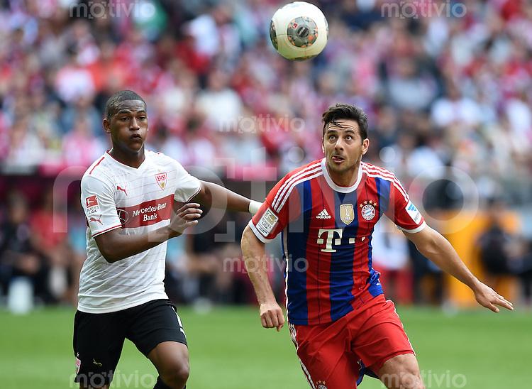 FUSSBALL   1. BUNDESLIGA   SAISON 2013/2014  34. SPIELTAG FC Bayern Muenchen - VfB Stuttgart             10.05.2014 Claudio Pizarro (re, FC Bayern Muenchen) erzielt das Tor zum 1-0 Sieg in der 92. Spielminute gegen Carlos Gruezo (VfB Stuttgart)