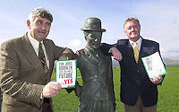 It was no laughing matter when Minister for Sport John O'Donoghue met up with GAA manager Mick O'Dwyer at Charlie Chaplain's statue in Waterville as they campaigned for a 'yes' vite in Kerry at the weekend.<br />Picture by Don MacMonagle