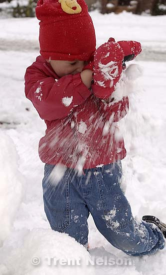 Noah Nelson playing in the snow. 11/25/2001, 4:38:56 PM<br />