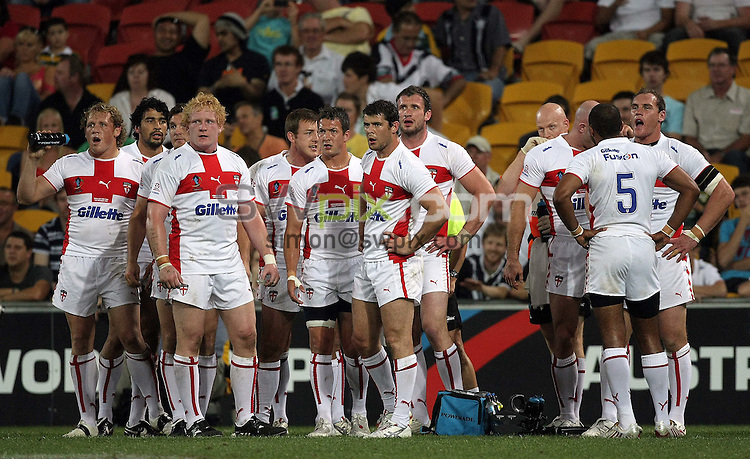 PICTURE BY VAUGHN RIDLEY/SWPIX.COM - Rugby League - Rugby League World Cup 2008 - England v New Zealand Semi-Final - Suncorp Stadium, Brisbane, Australia - 15/11/08...Copyright - Simon Wilkinson - 07811267706...England look on after another New Zealand try.