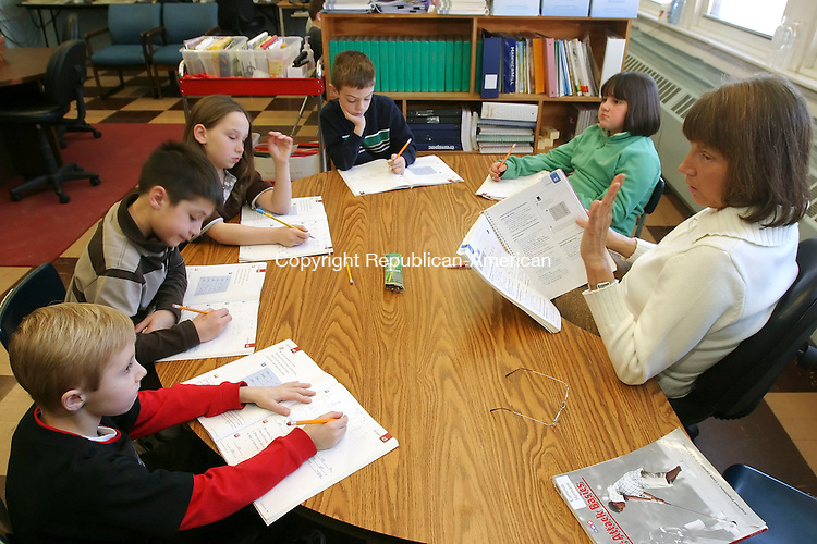 PLYMOUTH, CT 01/16/08- 011608BZ04-  Carolyn Celantano, Title 1 Reading Tutor, right, works on &quot;Word Attack Strategies&quot; with third graders (from left) Christopher Tompkins, 8, E.J. Wysocki, 8, Deanna Dempsey, 9, Jaedon Charron, 8, and Mikayla Kennedy, 8, at Main Street School in Plymouth Wednesday morning.<br /> Jamison C. Bazinet Republican-American