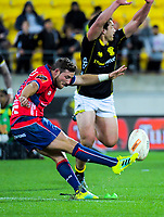 Mitchell Hunt kicks for goal during the Mitre 10 Cup rugby match between Wellington Lions and Tasman Makos at Westpac Stadium in Wellington, New Zealand on Sunday, 19 August 2018. Photo: Dave Lintott / lintottphoto.co.nz