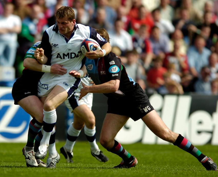Photo. Richard Lane..NEC Harlequins v Sale Sharks. Zurich Premiership. 30/04/2005..Mark Cueto attacks.