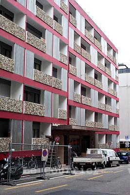Genève, le 03.03.2010.L'ancien hôtel Carlton transformé en immeuble ayant des studios à bas prix..© Le Courrier / J.-P. Di Silvestro