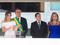 BRASILIA, DF, 01.01.2019 - BOLSONARO-POSSE-    A primeira-dama, Michele Bolsonaro, usa linguagem de libras antes do discurso do presidente empossado, Jair Bolsonaro, nesta terça, 01.(Foto:Ed Ferreira / Brazil Photo Press)