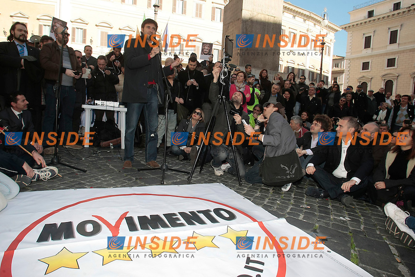 Alessandro Di Battista<br /> Roma 15-02-2014 Montecitorio. Deputati e Senatori del Movimento 5 Stelle fanno le consultazioni in piazza per protesta, non presentandosi alle Consultazioni al Quirinale.<br /> Photo Samantha Zucchi Insidefoto