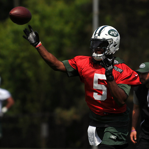 Teddy Bridgewater #5, New York Jets quarterback, left, throws a pass during OTAs held at the Atlantic Health Jets Training Center in Florham Park, NJ on Tuesday, May 29, 2018.