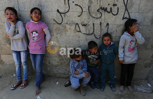 Palestinian children mourn during the funeral of a Palestinian deaf Tahreer Wahba, 18, who was died of from his injuries after being shot in the head by Israeli security forces during clashes on April 6, during his funeral in Khan Yunis, in the southern Gaza Strip on April 23, 2018. Photo by Ashraf Amra