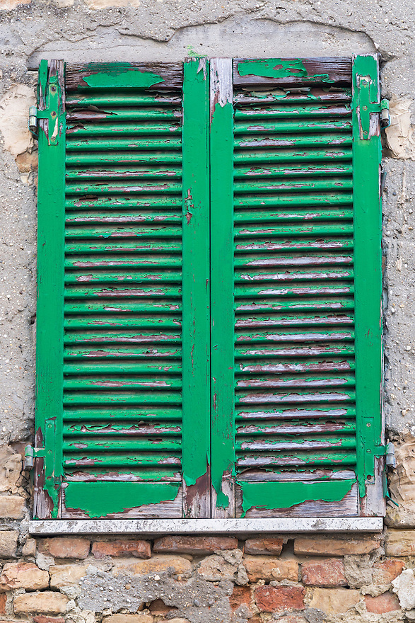 Series of pictures of windows and shutters in Italy.<br /> These vibrant and colorful images reflect the craftsmanship of the Italian architecture.