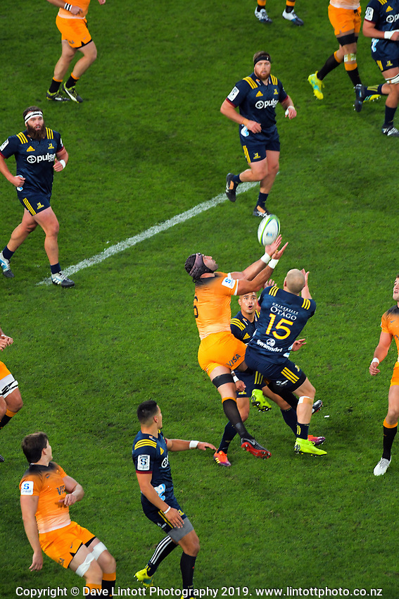 Juan Manuel Leguizamon takes a high ball during the Super Rugby match between the Highlanders and Jaguares at Forsyth Barr Stadium in Dunedin, New Zealand on Saturday, 11 May 2019. Photo: Dave Lintott / lintottphoto.co.nz