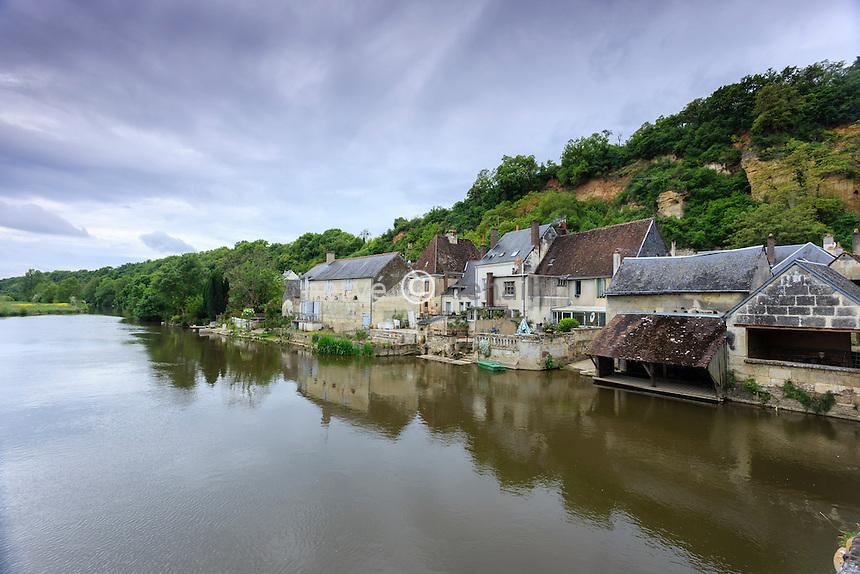 France, Loir-et-Cher (41), Les Roches-l'Évêque, maison au bord du Loir // France, Loir et Cher, Les Roches l'Eveque, houses along the Loir