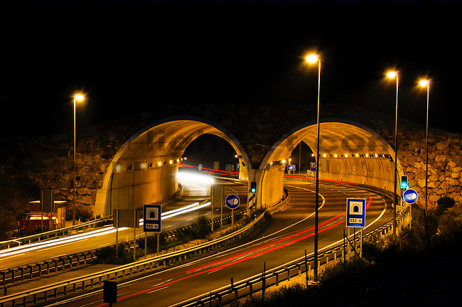 Andalusien, Cadiz, Europa, Geografie, Los Barrios, Spanien, Strasse A381, Andalucia, Andalusia, Autovia A381, Europe, Geography, Road A381, Spain, Örtlichkeiten, Tunnel, Tunnels, localities, Autobahn, Autobahnen, Highway, Highways, Strasse, Strassen, Strassenszene, Strassenszenen, Strassenverkehr, Straße, Straßen, Straßenszene, Straßenszenen, Straßenverkehr, Verkehrsweg, Verkehrswege, motorway, motorways, road, roads, street, streets, traffic way, traffic ways, Darkness, elements, Landscape, nature, night, night skies, night sky, dunkel, Dunkelheit, Himmel, Landschaft, Nacht, Nachthimmel, Natur, Naturelemente, Abend, Abenddämmerung, blaue Stunde, Auto, Automobil, Automobile, Autos, Dinge, Fahrzeug, Fahrzeuge, Gegenstand, Gegenstände, KFZ, Sachen, Transport, Transportformen, Transportmittel, Verkehrsformen, Verkehrsmittel, car, cars, objects, things, traffic, transportation, transportations, vehicle, vehicles, Leuchtkörper, Leuchtspur, Leuchtspuren, Licht, Lichter, Lichtquelle, Lichtquellen, Lichtspur, Lichtstrahl, Lichtstrahlen, light , source of light, sources of light, tracer path, tracer paths