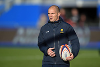 Worcester Warriors coach Gordon Ross looks on during the pre-match warm-up. Premiership Rugby Cup match, between Saracens and Worcester Warriors on November 11, 2018 at Allianz Park in London, England. Photo by: Patrick Khachfe / JMP