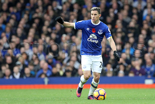 30.10.2016. Goodison Park, Liverpool, England. Premier League Football. Everton versus West Ham United.Brian Oviedo of Everton looks for a forward pass.