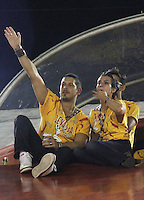 RIO DE JANEIRO, RJ, 08 DE JANEIRO 2011 - CARNAVAL RJ Cléo Pires e o marido durante o assistem desfiles no Sambódromo da Marquês de Sapucaí durante o segundo dia dos desfiles do Grupo Especial do Carnaval 2011 do Rio de Janeiro. (FOTO: VANESSA CARVALHO / NEWS FREE).